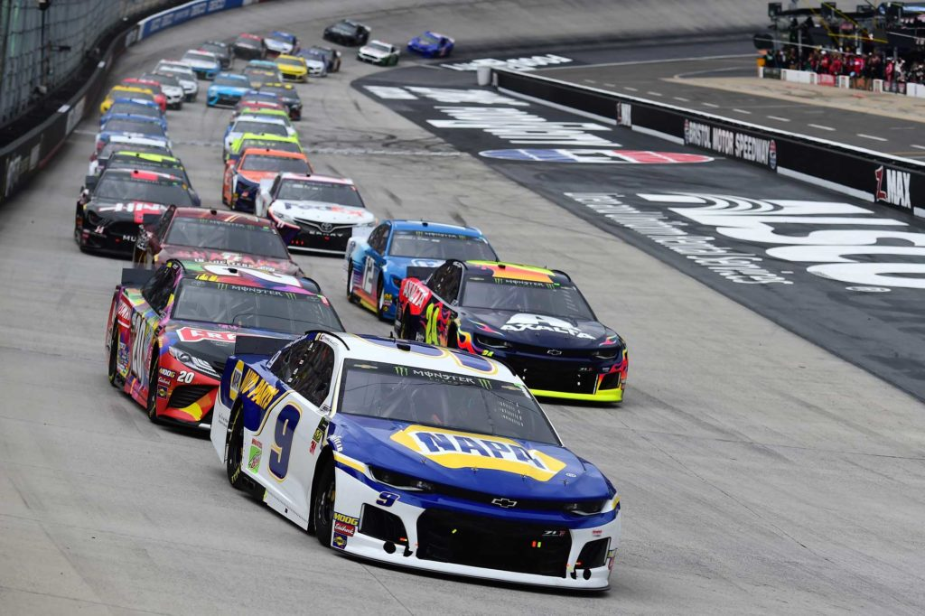 Chase Elliott leads the field into Turn 1 in the Food City 500 at Bristol Motor Speedway.